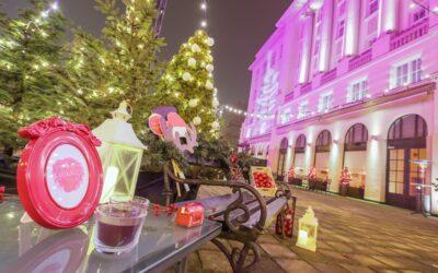 Zagrebački Esplanade u svjetlosnom božićnom ruhu